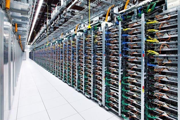 Exemple de box avec plein de câbles reliés au serveur pour être très très rapide.